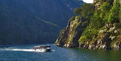 Ruta en catamarán por el Cañón del Sil